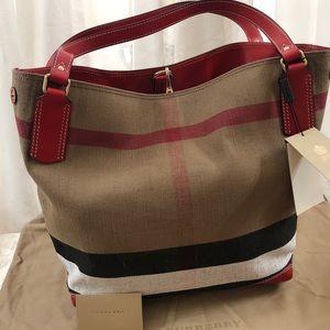 🆕 Burberry London Nova Check Large Hobo Bag